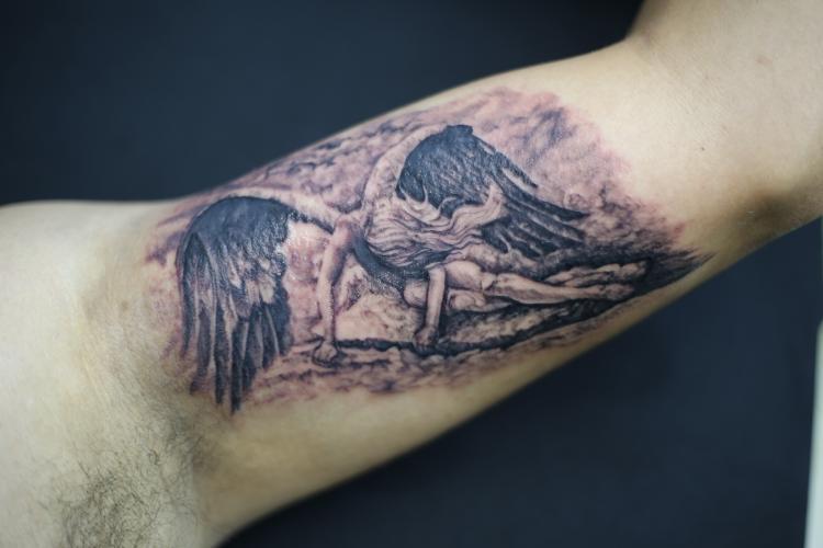 angel  tatuaje realizado por Old Gangsters Tattoo Shop