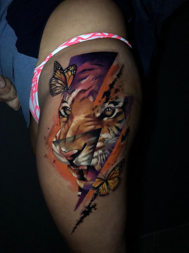 Tigre tatuaje realizado por Armandean