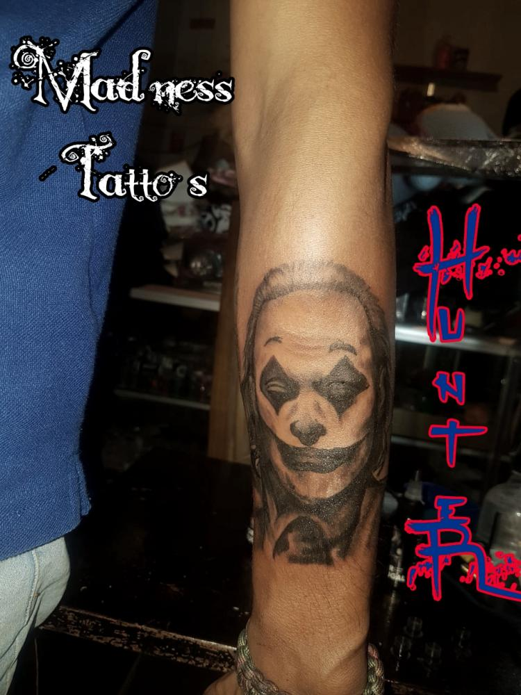 The Joker tatuaje realizado por Zaa Hunter