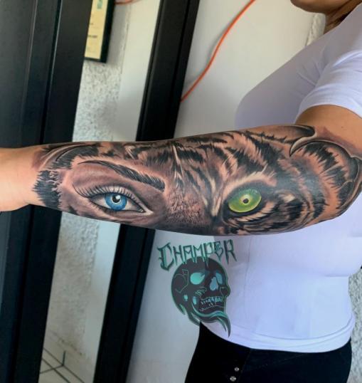 Antifas chica y tigre tatuaje realizado por Champer tattoo Querétaro