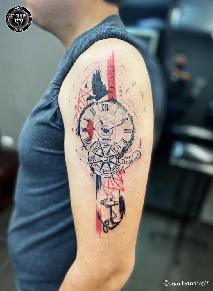 Family, Law and Rock tatuaje realizado por Omar Mendoza