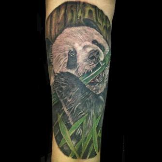 Panda tatuaje realizado por Rene pacheco