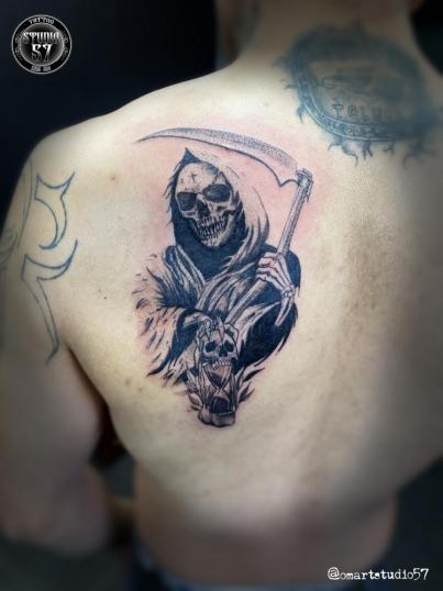 Sta. Muerte tatuaje realizado por Omar Mendoza