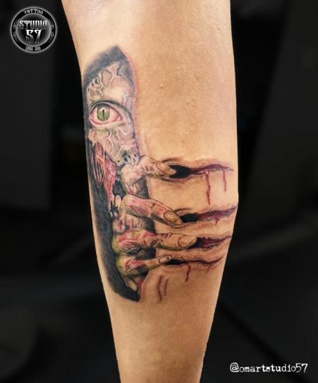 Resident Evil 4  tatuaje realizado por Omar Mendoza