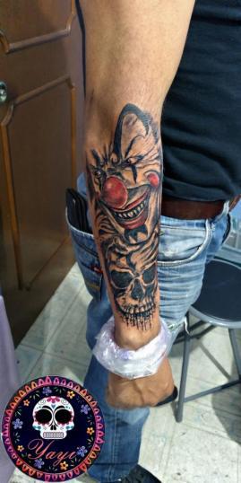 Payaso tatuaje realizado por Yayi Yelitza