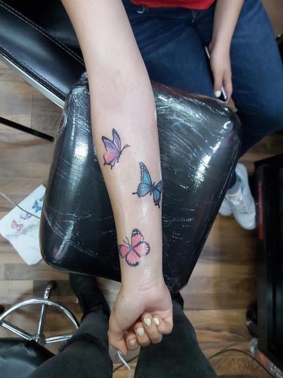 Mariposas tatuaje realizado por Paola Vázquez