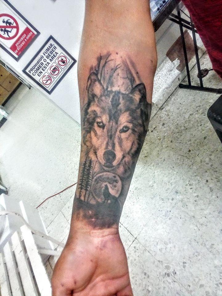 lobo tatuaje realizado por Rak Martinez