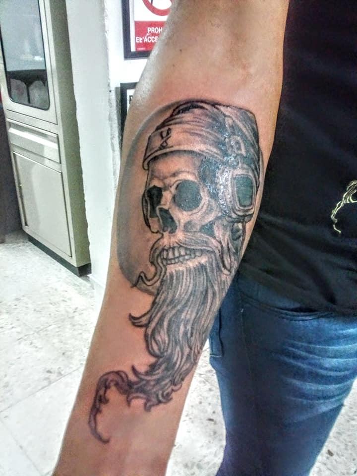 craneo tatuaje realizado por Rak Martinez