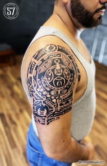 Polinesio tattoo tatuaje realizado por Omar Mendoza