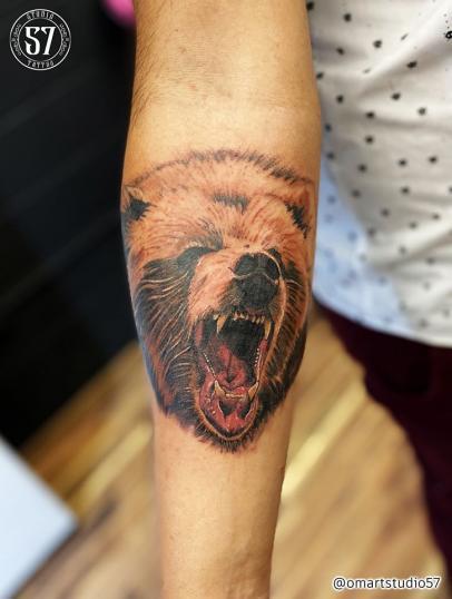 Oso  tatuaje realizado por Omar Mendoza