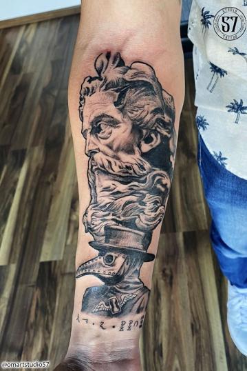 Zeus y Dr Plaga tatuaje realizado por Omar Mendoza