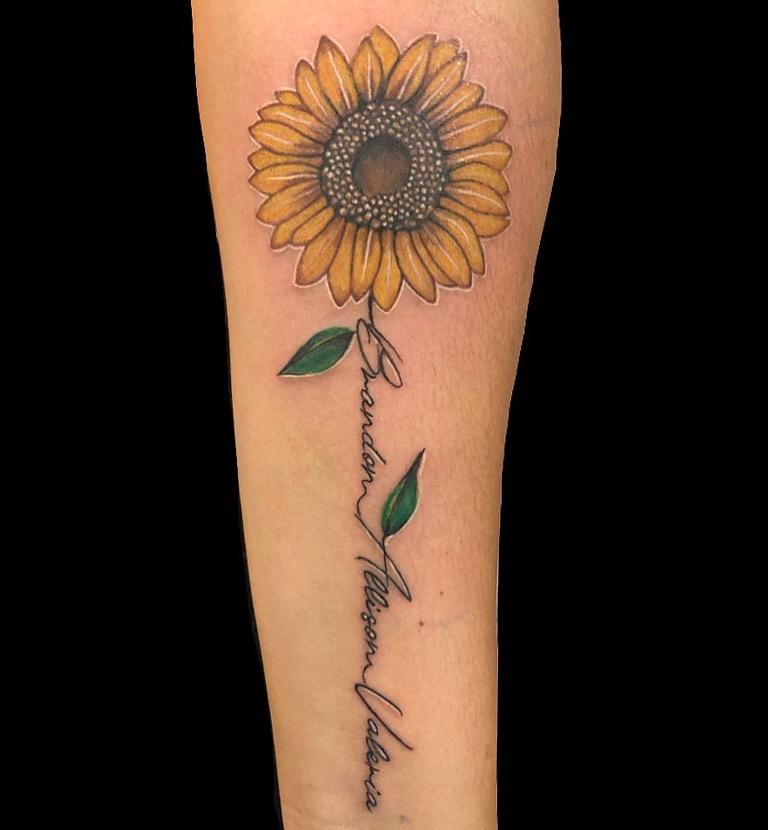Girasol tatuaje realizado por Rene pacheco