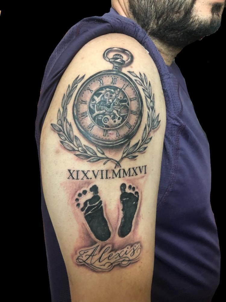 Relojtattoo tatuaje realizado por Rene pacheco