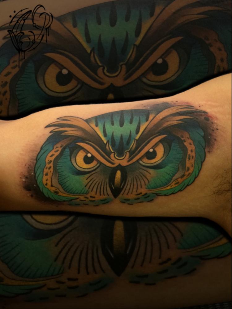 Buho  tatuaje realizado por Christian Garcia (Otto)
