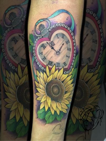 Reloj y Corazon  tatuaje realizado por Christian Garcia (Otto)