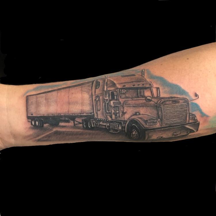 Camion tatuaje realizado por Rene pacheco