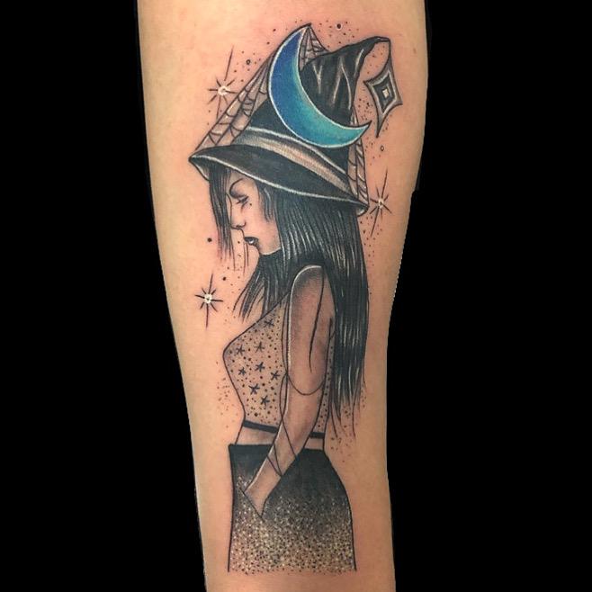 Bruja tatuaje realizado por Rene pacheco