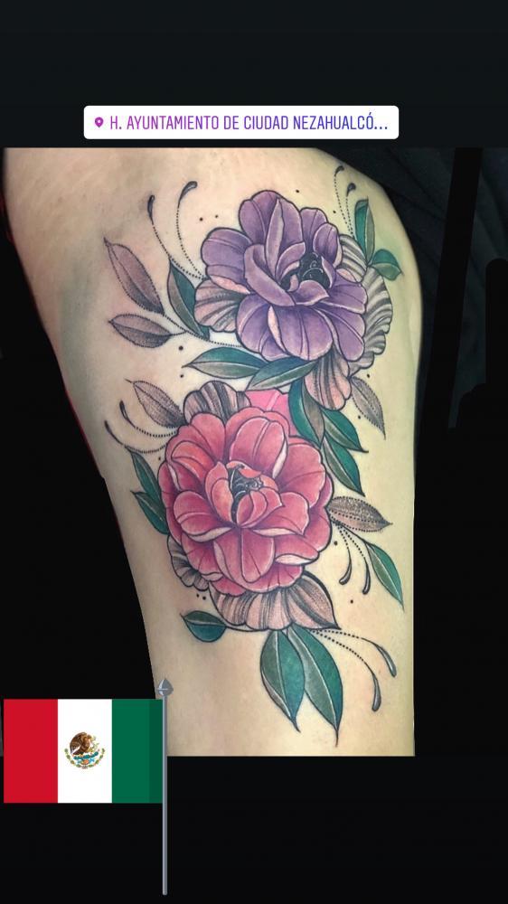 Flores tatuaje realizado por Rene pacheco