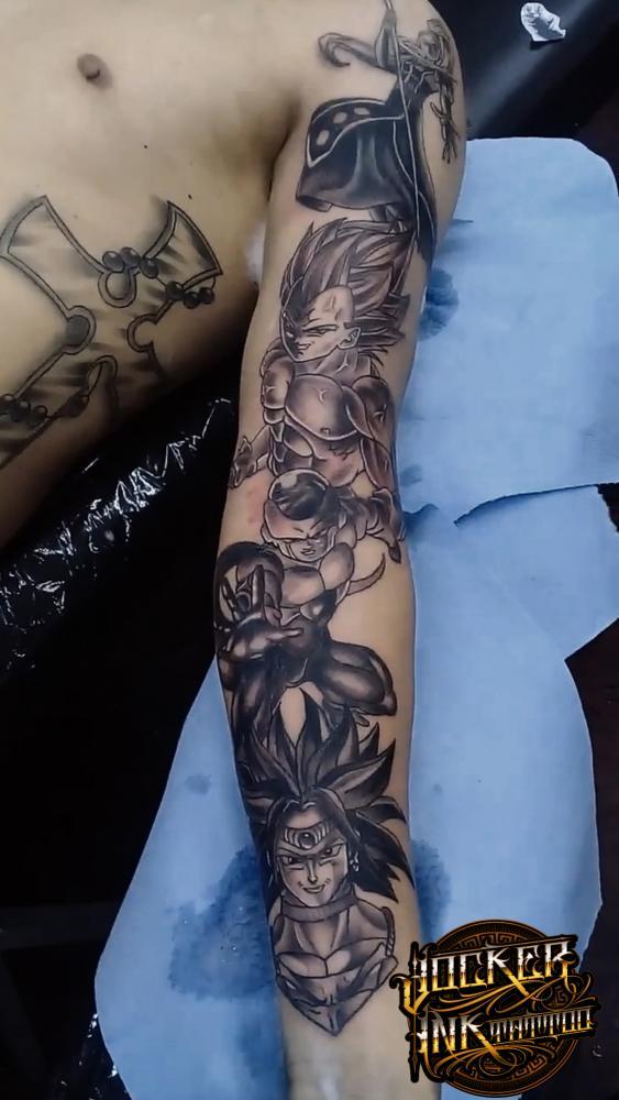 Manga Dragón Ball tatuaje realizado por Jocker Ink Tattoo